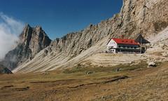 2000 Italy // Wandern auf der Seiser Alm // Tierser Alpl (maerzbecher-Deutschland zu Fuss) Tags: 2000 maerzbecher italien italia italy südtirol seiseralm wandern natur trail wanderweg hiking trekking tierseralpl