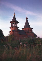 Успенская церковь в Витенево / Dormition Church in Vitenevo (s☼vraskin_k) Tags: fuji fujifilm fujifilmsuperia200 moscowregion olympusmjuii russia vitenevo analog church compact countryside film landscape nikoncoolscan8000 orthodox rural russian wood wooden витенево московскаяобласть россия деревня деревянная пейзаж пленка плёнка православие село сельскаяместность храм церковь