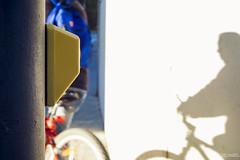 20160215-092557-1-Sant Cugat (jramosgsa) Tags: street streetcolor sombra bicicleta bike semaforo