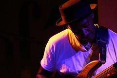 Marcus Miller live@Jazz Cafe - Slap (fabbio) Tags: uk london bass livemusic jazz funky canoneos350d camdentown milesdavis jazzcafe marcusmiller cheuomo cheuomini