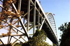 Fremont Bridge, Portland, Oregon (Thad Roan - Bridgepix) Tags: bridge winter oregon river portland photo arch steel flag under bridges arches wikipedia interstate underneath olympics willametteriver span 200208 fremontbridge bridging bridgepixing bridgepix