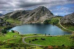 Glaciar (Alfredo Martn Montesdeoca (almarmon)) Tags: sky espaa mountain lake tree verde green topf25 water landscape lago spain asturias paisaje cielo top20nature top20landscape montaa h1 glaciar