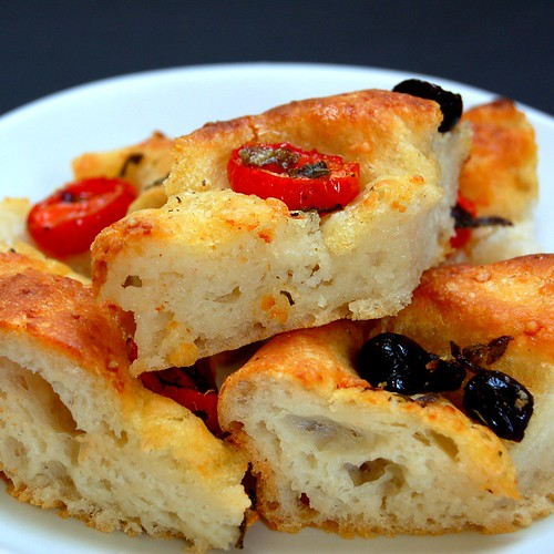 potato foccacia with tomato oregano and black olives© by Haalo