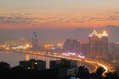 Zhuhai - Gongbei at dusk (cnmark) Tags: china zhuhai guangdong lovers avenue scenic landscape south dusk light pink orange afterglow trail gongbei aplusphoto flickr explore thebigone colourartaward platinumheartaward superhearts supershot ysplix brillianteyejewel 10faves night color diamondclassphotographer 中国 广东 珠海 拱北 情侣路 lifeshot geo:lat=22239908 geo:lon=113571569 geotagged explored 35faves flickrdiamond damniwishidtakenthat theperfectphotographer flickrsbest theunforgettablepictures ©allrightsreserved nikonflickraward50mostinteresting nacht nachtaufnahme noche nuit notte noite mygearandmepremium mygearandmebronze mygearandmesilver mygearandmegold mygearandmeplatinum mygearandmediamond longexposure langzeitbelichtung