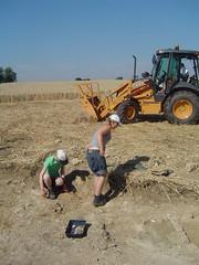DSC03790 (wickenpedia) Tags: archaeology sarah jen timeteam wicken wwwwickenarchaeologyorguk
