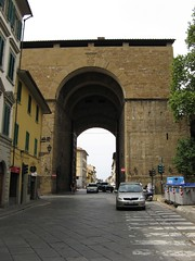 IMG_3007.JPG (otzberg) Tags: italy florence europe 2006 firenze florenz citywall citygate 200608 20060828