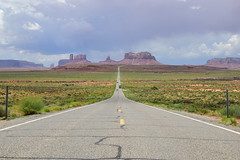 Mile marker 13 at Highway US-163, Utah (nuci174) Tags: road sky usa monument clouds advertising utah highway scenery rocks strasse himmel wolken spot route valley marker rv monumentvalley werbung 13 mile felsen killerinstinct milemarker kulisse us163 strase filminglocation filmkulisse 13mi mi13 milemarker13 miserine