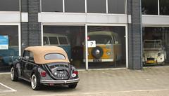 1973 Volkswagen 1303 Kever Cabriolet 152131, 1976 Volkswagen Transporter 231211 (T2) & 1984 Citroën 2CV 6 (rvandermaar) Tags: 1984 citroën 2cv 6 citroën2cv6 citroën2cv citroen2cv citroen sidecode4 ky94sj 1976 volkswagen transporter 231211 t2 vw vwtransporter volkswagentransporter vwt2 volkswagent2 26jl42 1973 1303 kever cabriolet 152131 beetle bug käfer vwbeetle volkswagenbeetle vwkever volkswagenkever sidecode3 ph28vv rvdm