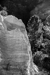 DSC_1407.jpg (Koma White) Tags: blackandwhite france eau noiretblanc nb pont paysage avignon rocher ville roche vaucluse carrière rustrel