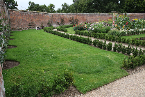 20150818_3259 walled garden at Scotney Castle