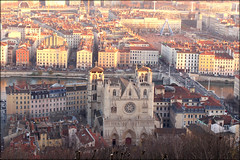 Lyon (Ondine B.) Tags: old city roof winter sun france building rooftop church wheel arquitetura architecture buildings soleil grande big frankreich lyon outdoor hiver culture frana sunny igreja bigwheel maison inverno oldtown eglise telhado oldcity roda vieux rodagigante granderoue roue cityview fourviere chemine chamine rhone sojoo saintjean bellecour chamin rhonealpes vieuxlyon rhnealpes vieu onlylyon lyoncity