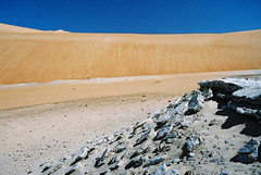 Mauritania (denismartin) Tags: africa travel sky sahara trek sand alone desert dunes afrika lonely wste atar mauritania mauritanie erg  sebkha  canoneos500 chinguetti  ergouarane  denismartin    mrtny argenticpic lagueila