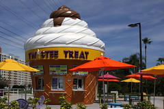 Twistee Treat (SeeMidTN.com (aka Brent)) Tags: restaurant orlando florida fastfood fl kissimmee wafflecone twisteetreat us192 bmok