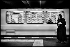 waiting for the underground... (Lukas_R.) Tags: leica q 28mm f17 underground subway street bw waiting people germany
