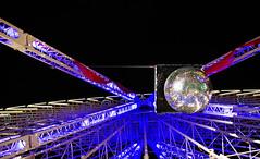 Disco (Atreides59) Tags: nuit night lumière light grande roue granderoue wheel lille nord lumières up couleurs colors boule façettes bouleàfacettes bleu blue rouge red mirror ball glitterball mirrorball mirrorsball atreides atreides59 pentax k30 k 30 pentaxart cedriclafrance