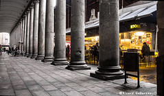 2300  Columnas del mercado de la Boqueria, Barcelona (Ricard Gabarrús) Tags: columna columnas boqueria mercado edificio gente ricardgabarrus calle callejero olympus ricgaba