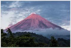 catch the sun (i.v.a.n.k.a) Tags: ivanahesova ivanadorn sonyalpha mexico volcanoes volcan de fuego colima sunset sunrays clouds landscape