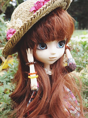 Louise (Lulu Pullip) Tags: flower hat milk louise pullip latte