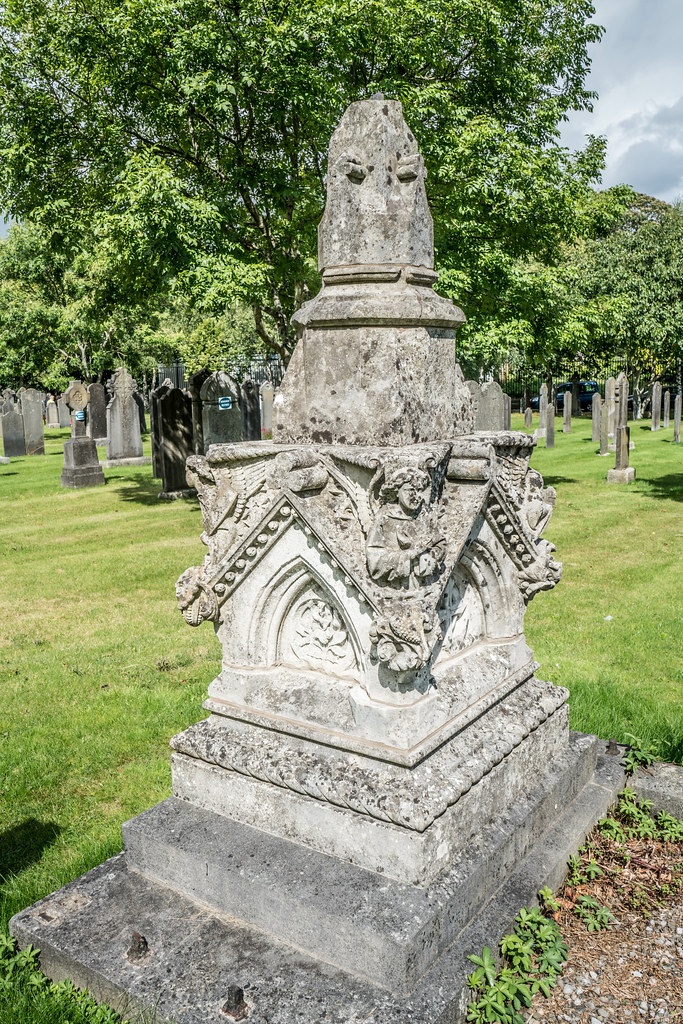 GLASNEVIN CEMETERY [MY FIRST DAY USING THE NEW SONY A7RMkII] REF-107375