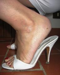 Sara's back! (al_garcia) Tags: feet high long sandals mature clogs heel mules soles toenails calloused