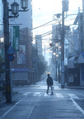 Walking in early morning mist (seiji2012) Tags: street morning mist 国立 歩く 朝もや