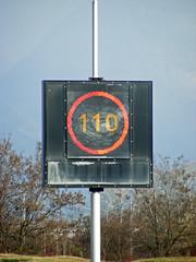 2010-0030 | A480, panneau  message variable (La Signathque) Tags: danger grenoble 110 led route autoroute signalisation 90 panneau radar lacroix trafic diode vitesse pictogramme scurit contrle a480