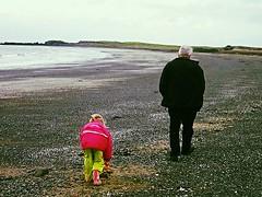 full (32) (andres.bertelsen) Tags: beach iceland grandaughter granfather armedwithasmile
