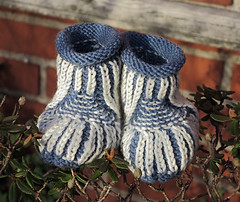 More baby booties (cats_in_blue) Tags: knitting babybooties strik