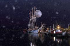 TOshipInstant Snowoilpaint for Sliders Sunday (superdavebrem77) Tags: moon composite night ship wideangle hss sliderssunday oilpainfilter
