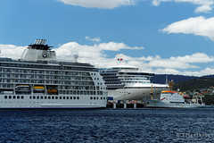 20170115-06-Golden Princess and The World cruise ships in Hobart (Roger T Wong) Tags: 2017 australia gildenprincess hobart rogertwong sel70300g sony70300 sonya7ii sonyalpha7ii sonyfe70300mmf2556goss sonyilce7m2 tasmania theworld boats cruiseships