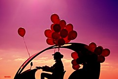 Ambiance Jacques Tati ou le monde moderne (Vasnic) Tags: ballon silhouette pentaxlife pentax k7