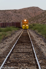 Coming down the line (ATSF104) Tags: azer arizona eastern railway railroad dash 8 b408 4001 calva
