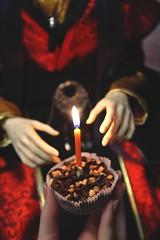 dPIR4rtvOmU (sweet_orange) Tags: akagidoll raven tanta doll bjd hand fingers cake candle flame birthday