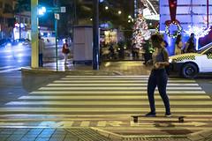 Skater (Jacques Lebleu) Tags: lima peru perú pérou miraflores mire noche holidays christmastree luz calle street avenidajosélarcos youth juventud crown corona december skater skatebording nightphoto streetphoto