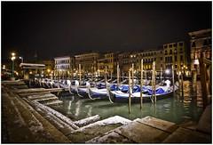 Gondole sotto la neve (The Game 71) Tags: venezia venice gondola rialto neve snow inverno winter