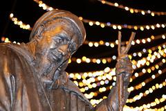 Geoffrey Chaucer bronze sculpture, Canterbury (that Geoff...) Tags: geoffreychaucer canterbury kent tales statue sculpture bronze outdoor highstreet bokeh canon 70d cathedral city uk gb unitedkingdom greatbritain samholland lynneodowd christmas xmas lights festive explored