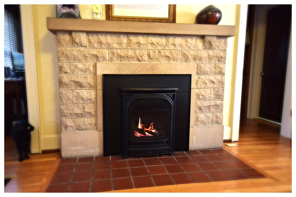 Valor Horizon Fireplace with President front. Hixson, Tn.