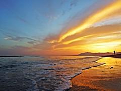 Reflejos en la orilla (Antonio Chacon) Tags: sunset españa atardecer mar spain andalucia costadelsol puestadesol mediterráneo málaga marbella