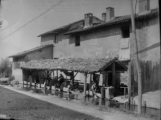 I lavatoi presso Cascina Pulice, anni 1910 circa (Civico Archivio Fotografico di Milano).
