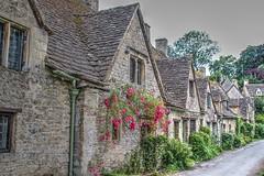 BIBURY (toyaguerrero) Tags: uk inglaterra england english architecture rural arquitectura britain cottage cotswolds gloucestershire quintessential englishness maravictoriaguerrerocataln toyaguerrero