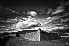 Ciudadela de Jaca (Paco Fuentes Vicario) Tags: bw byn bn cielo nd ciudadela nube jaca fuerte aragn arquitecturamilitar densidadneutra filtrodensidadneutra