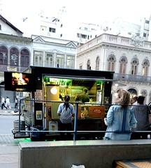 comida de rua (lucia yunes) Tags: bar comidaderua motomaxx luciayunes gente comida foodtruck streetfood