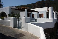 Casa eoliana (TheGiRLwithKaLeidoSCopeEyes88) Tags: sicilia eolie panarea casamediterranea casaeoliana