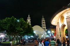 Acayucan, Veracruz (Mr. insectic) Tags: noche gente templos sur veracruz parques jarana acayucan