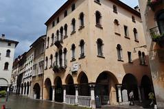 Palazzo Costantini (1550) et Loggia di Foro (XVe), piazza del Mercato, Belluno, province de Belluno, Vénétie, Italie.