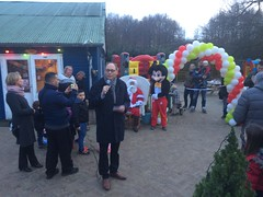 Feest in Het Landje (Comicbase) Tags: landje amsterdam rembrandtpark bouwspeelplaats impuls opening feest kerstfeest kerstman speech