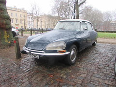 Citroen DS20 MYB592L (Andrew 2.8i) Tags: queen queens classics cars square bristol classic car meet show breakfast club french saloon citroen ds 20 ds20 all types transport youngtimer oldtimer worldcars