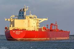 NS Antarctic (Malte Kopfer Photography) Tags: crudeoil crudeoiltanker tanker rotterdam beerkanaal nsantarctic scfnovoship scf red öltanker oiltanker oil