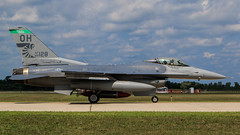 "General Dynamics F-16C Fighting Falcon of the Ohio Air National Guard 112 Fighter Squadron ""Stingers""  from the Toledo ANG Base (Norman Graf) Tags: stingers 112fs 112thfightersquadron 180fw 180thfighterwing 2016thunderovermichigan 892128 ang airnationalguard airshow aircraft airplane f16 f16c fighter fightingfalcon generaldynamics jet oh ohang ohioairnationalguard plane tom toledo toledoairnationalguardbase usaf unitedstatesairforce viper"