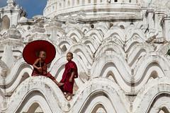 Young monks, Mingun (mgirard011) Tags: asie lieux myanmarbirmanie mandalay minkun sagaingregion mm 300faves